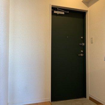 シューズボックスはありませんが、玄関の横にスペースはあります
