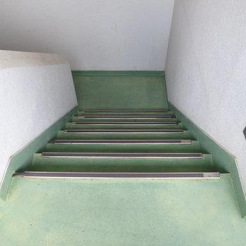 【共有部】お部屋までは階段です!