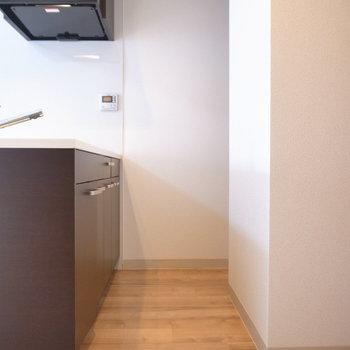 柱の奥のスペースに冷蔵庫を置けます。