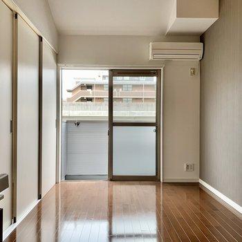 リビングと洋室は3枚の引き戸で仕切るタイプ。