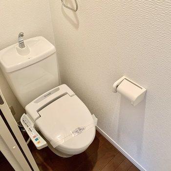 トイレにはウォシュレット付き。