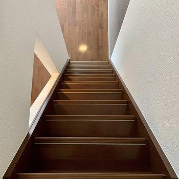 階段がちょっぴり急勾配。