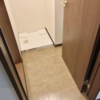 ドアを開けると洗面台が塞がるので、2人暮らしなら気を付けたいですね。