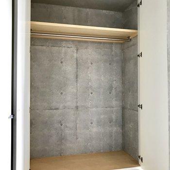 ゆったり収納!上にもおけるのがベンリ※写真は3階の反転間取り別部屋のものです