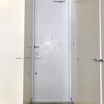 玄関はコンパクトに。※写真は3階の反転間取り別部屋のものです