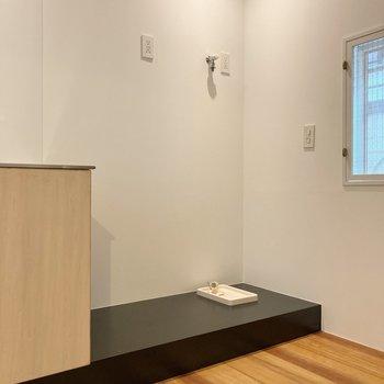【2階】キッチン横に冷蔵庫、洗濯機が置けますよ。
