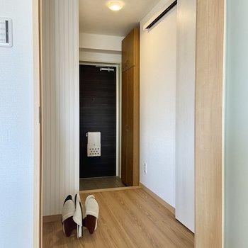 廊下に出てみましょう。※写真の家具はサンプルです