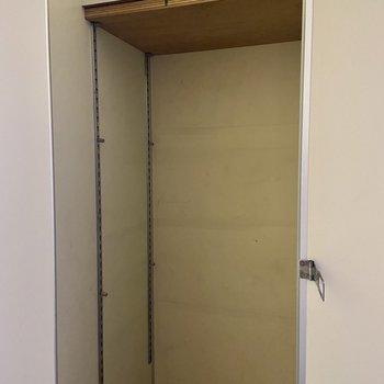 高さたっぷりの可動棚になっています。