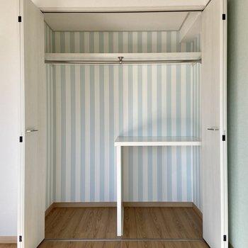 【洋室】こちらも容量たっぷりのクローゼットになっていました。※写真の家具はサンプルです