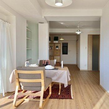 【LDK】奥行きのある広いお部屋です。※写真の家具はサンプルです