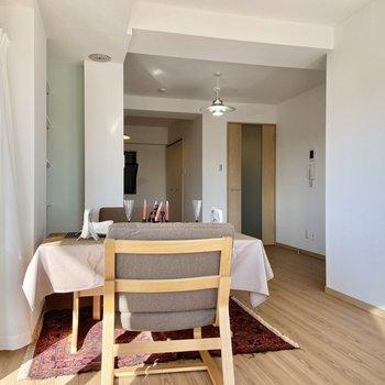 【LDK】ここでご飯を食べたら気持ちよさそう…※写真の家具はサンプルです
