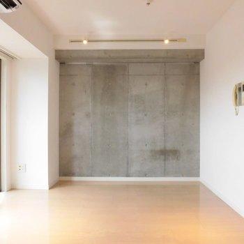ここはコンクリでシックに※写真は11階の同間取り別部屋のものです