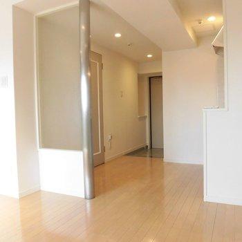 キッチンもスライドガラスで光を逃しません※写真は11階の同間取り別部屋のものです