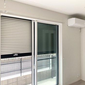 【LDK】窓はシャッター付きで安心です。