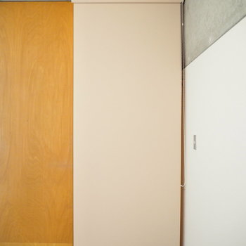 カーテンレールで隠せます(※写真は3階の同間取り別部屋のものです)