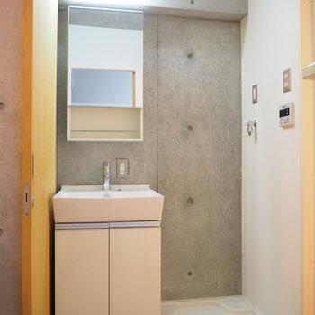 スタイリッシュな洗面所!隣には洗濯機置場があります。(※写真は3階の同間取り別部屋のものです)
