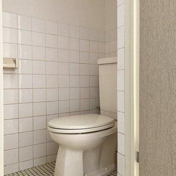 トイレは廊下部分に。