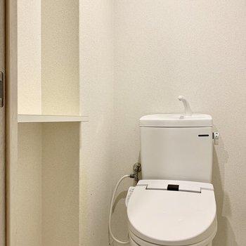 トイレもウォシュレット付きで快適です!(※写真は清掃前のものです)