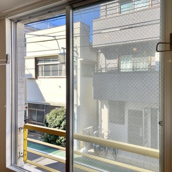 【ディテール】窓際に物干し掛けがありました。