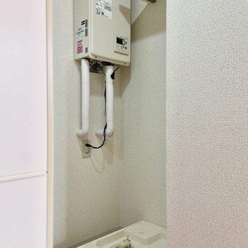 洗濯機置き場はキッチンの後ろです。家事動線がスムーズですよ。