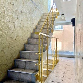 お部屋まではこの階段です。