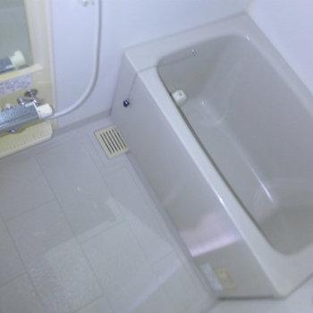 お風呂も問題ない広さです!(※写真は4階の反転間取り別部屋、モデルルームのものです)