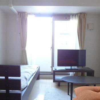 お部屋はコンパクト。北向きです。(※写真は4階の反転間取り別部屋、モデルルームのものです)