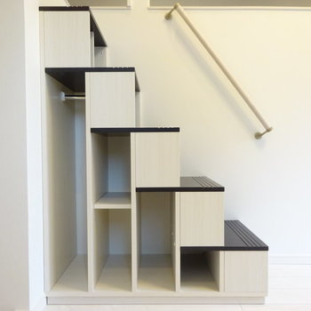 階段の下には雑貨を飾りたい。(※写真は1階反転間取り別部屋のものです)