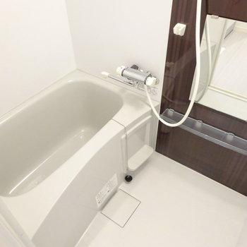 バスルームは一人には十分な広さ◎(※写真は1階反転間取り別部屋のものです)