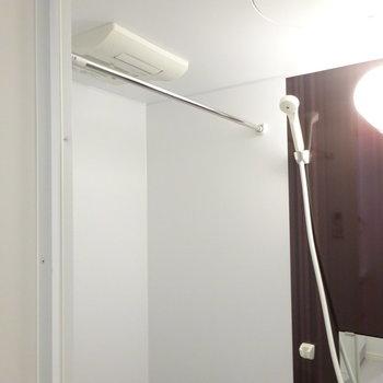 浴室乾燥機ついてます!(※写真は1階反転間取り別部屋のものです)