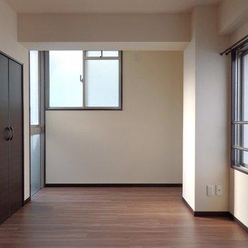 寝室その②。完全角部屋で※写真は同間取り別部屋のもの
