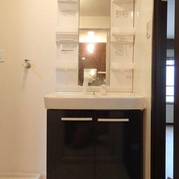 独立洗面台※写真は同間取り別部屋のもの