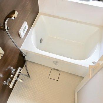 お風呂には浴室乾燥機付き◎※写真は同間取り別部屋のものです