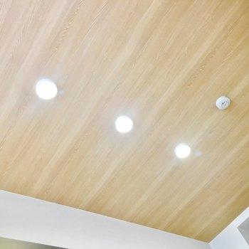 天井まで木目調!※写真は同間取り別部屋のものです
