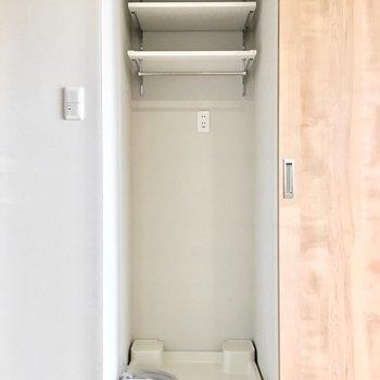 洗濯パンは扉で隠せてスッキリ。※写真は同間取り別部屋のものです