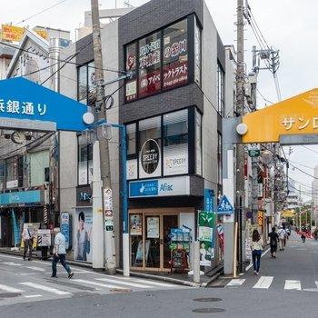 他にも商店街があり、便利にお買い物できそうです。※写真は同間取り別部屋取材時のものです