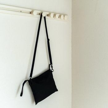壁に便利なフックを設置。※バッグは撮影小物です※写真は同間取り別部屋のものです