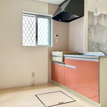 キッチン後ろも広さがしっかり◎食器棚も置けそうです。