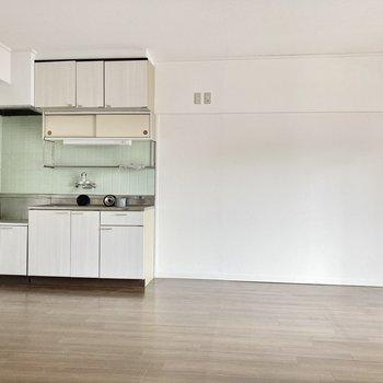 キッチン横には冷蔵庫を置けそうです。