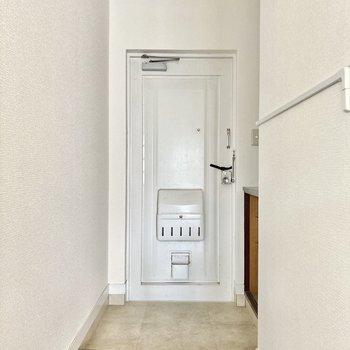 白のドアって清潔感があって好きです...!