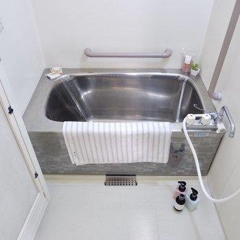 銀の浴槽!温まりそうですね〜。