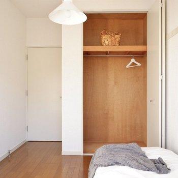 【洋室4.6帖】こちらもクローゼット付きのお部屋ですよ。