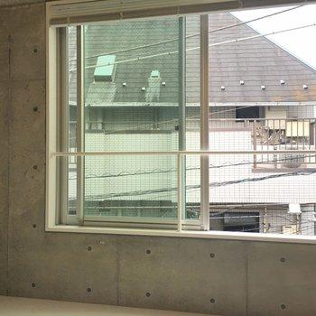大きい窓で清々しいです。※写真は3階の同間取り別部屋のものです