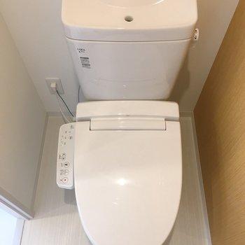 トイレはウォシュレットつき。(※写真は6階の同間取り別部屋のものです)