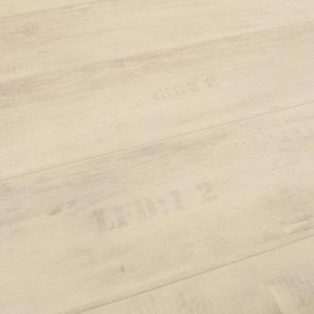ロフトの床は木箱みたいに、アルファベットが。※写真は1階反転間取り別部屋のものです
