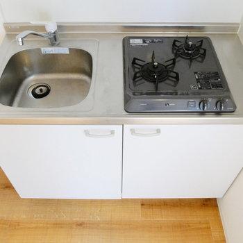 2口ガスコンロです。同時調理可能!※写真は1階反転間取り別部屋のものです