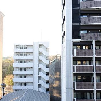 眺望はマンション群でちょっと残念ですが。(※眺望は7階の同間取り別部屋のものです)