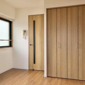 扉のウッディさ、デザインも可愛いなあ◯