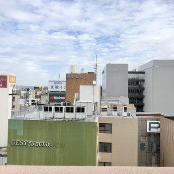 眺望は13階・天神ビュー。高層階なので圧迫感は感じません!