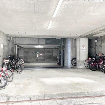 共用部】駐輪場は雨の心配無し。